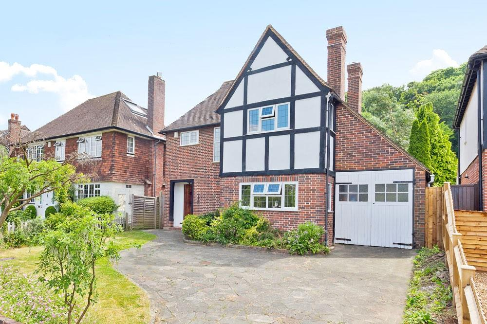 3 Bedrooms House for sale in Manor Road South, Esher